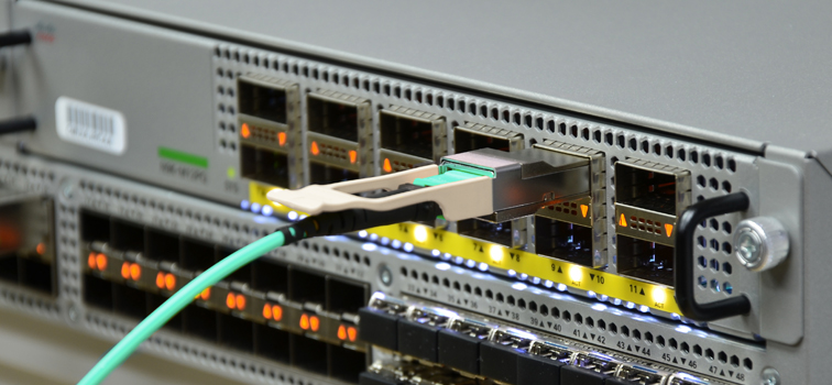 cisco nexus 9396px switch with QSFP-40G-SR4